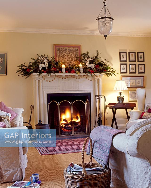 Living Rooms Decorated In Blue And White: Living Room With Decorated Mantelpiece And