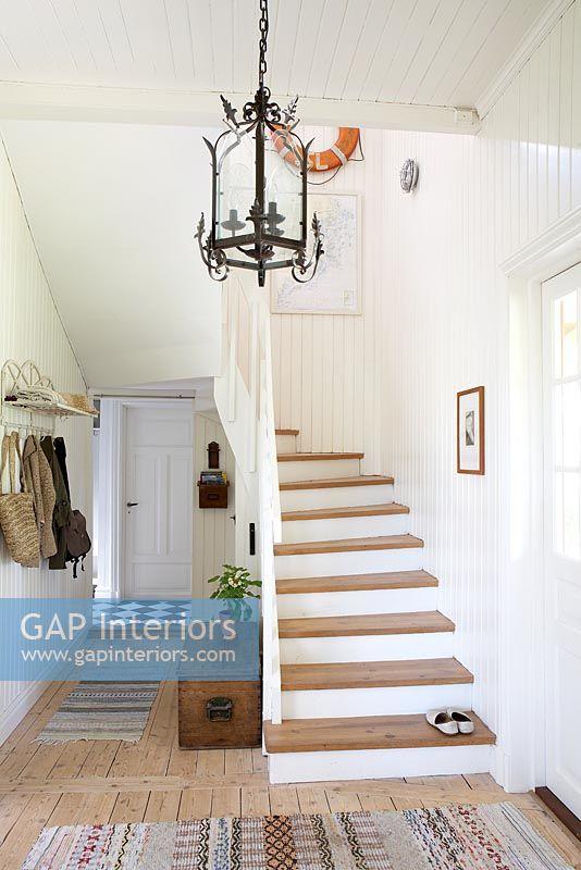 Gap interiors country hallway image no 0025869 photo by mark scott - Country cottage hallways ...