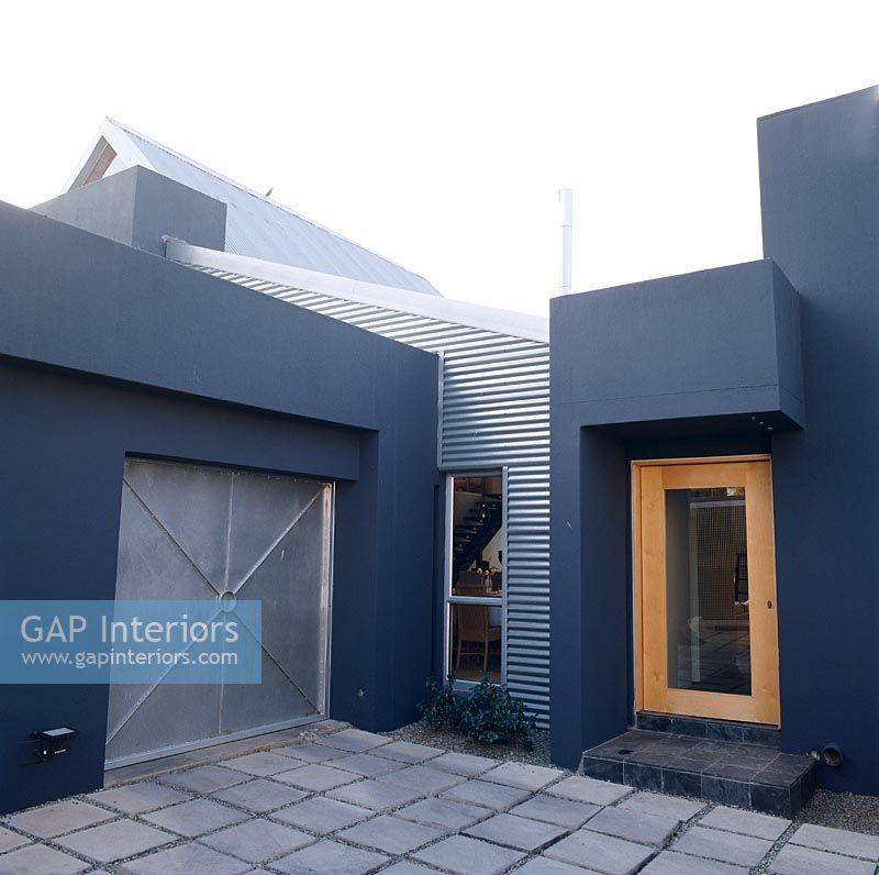 Facade House Contemporary: Modern Home Facade With A Corrugated Iron