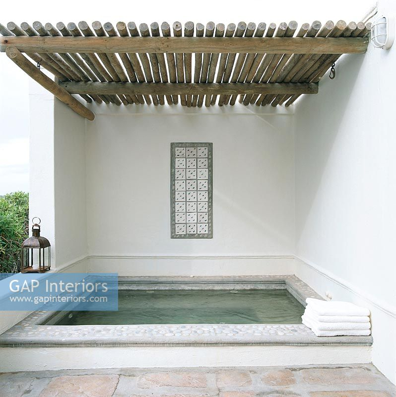 Gap interiors exterior with jacuzzi image no 0032842 for Jacuzzi exterior uruguay