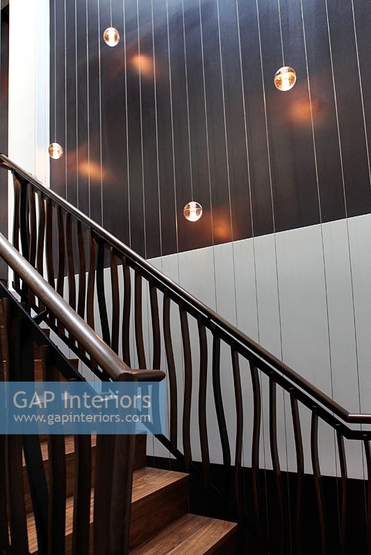 Shadow Gap Staircase Lighting: Modern Staircase With Lighting Feature