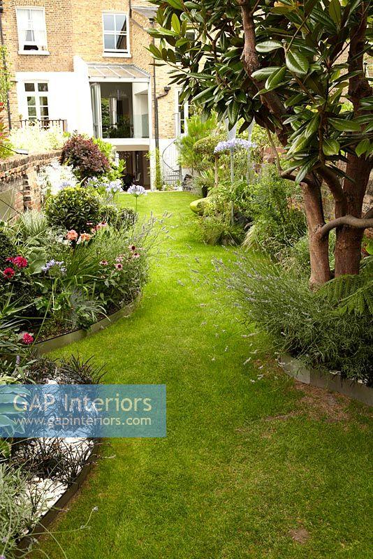 GAP Interiors - Modern garden of victorian terrace - Image ...
