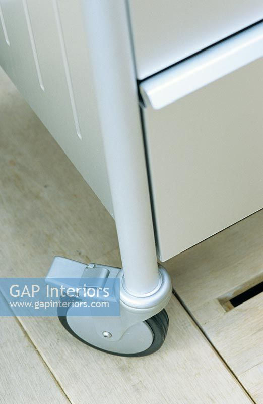 Gap interiors stainless steel freestanding kitchen unit for Kitchen units for sale in zimbabwe