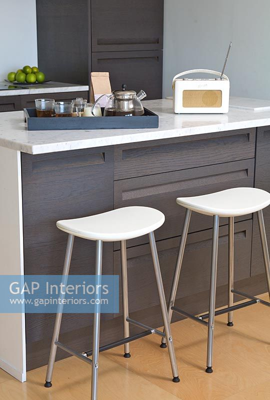 Gap Interiors Modern Kitchen Breakfast Bar Image No