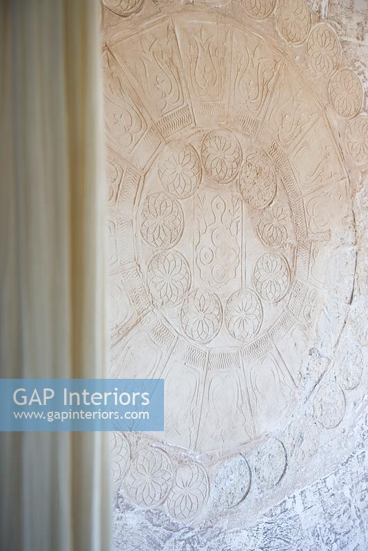 Distressed Stucco Walls Exterior: Distressed And Moulded Plaster Walls
