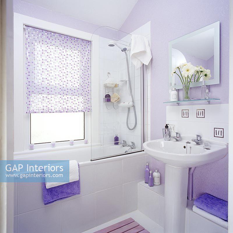 Modern lilac bathroom