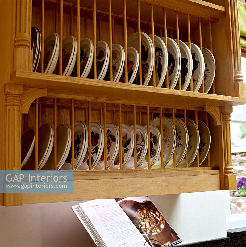 Kitchen Cabinets Uganda: Wall Mounted Plate Rack In Classic Kitchen