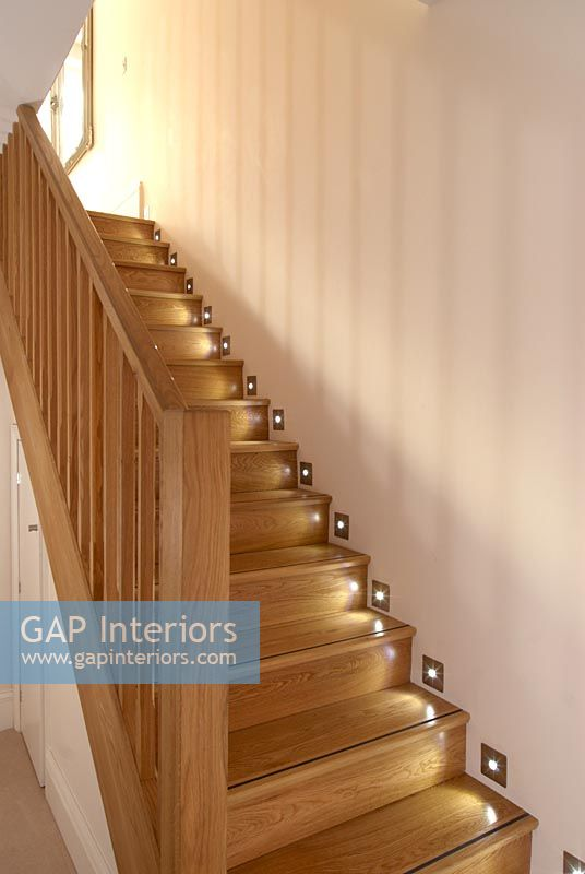 Shadow Gap Staircase Lighting: Modern Staircase With Wall Lighting