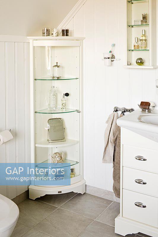 Gap Interiors Corner Shelf Unit In White Classic Bathroom Image No 0065298 Photo By Devis