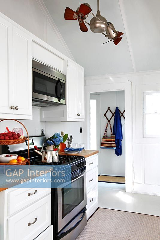 Gap interiors white kitchen image no 0098902 photo for Kitchen units for sale in zimbabwe