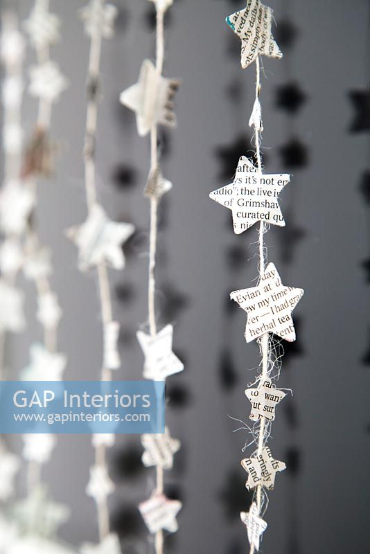 Creating a simple Christmas decoration using newspaper and string - finished decorations