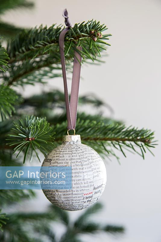 Create a simple Christmas bauble using newspaper - finished decoration