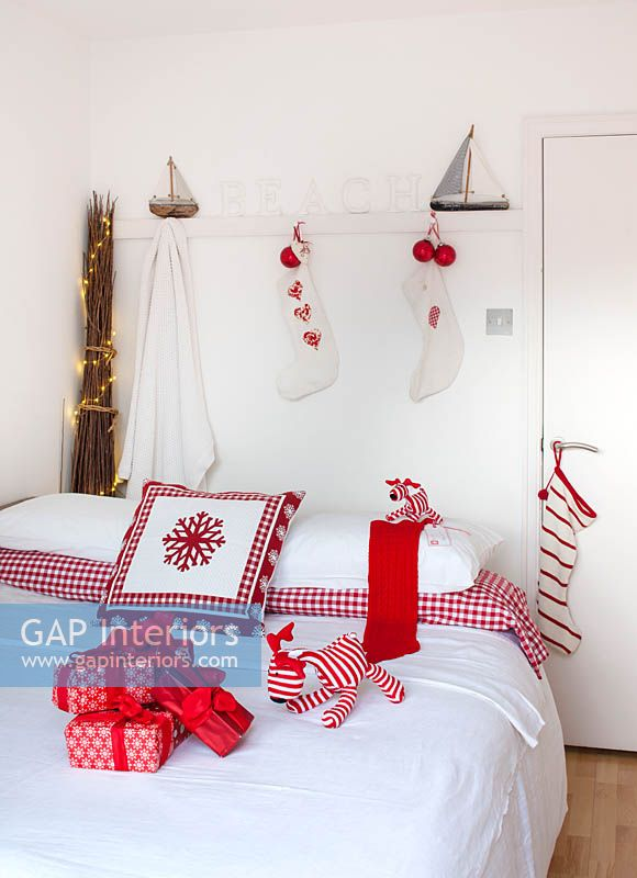 Childs bedroom decorated for christmas