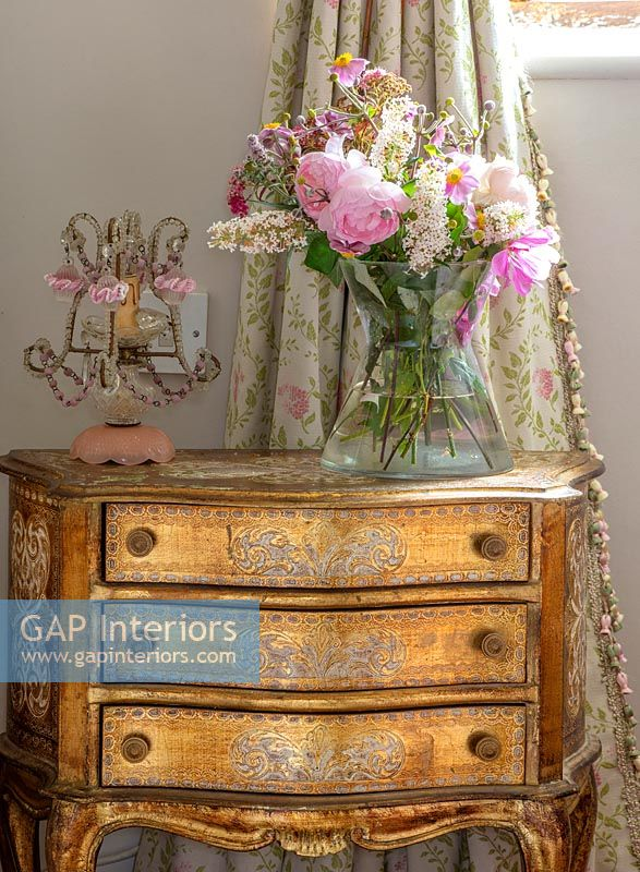 Classic ornate chest of drawers