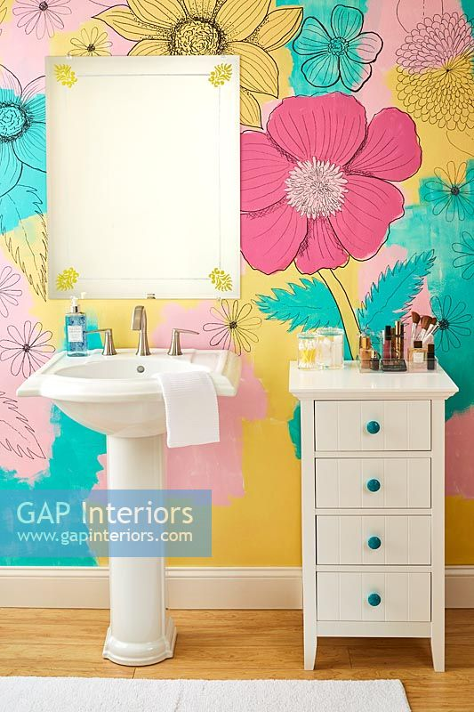 Colourful floral wall in bathroom