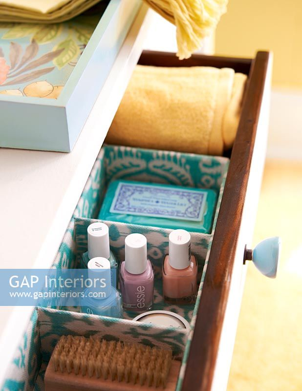 Bathroom storage drawer for toiletries and flannels