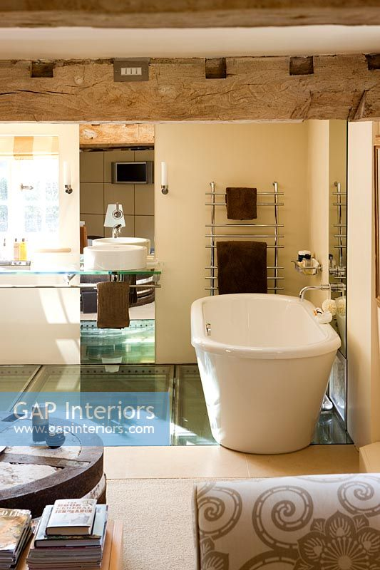 Exposed beams in en-suite bathroom
