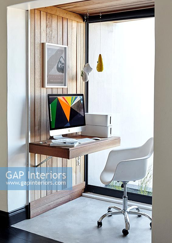 Fold out desk in modern small study