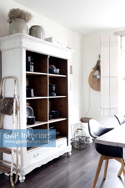 Country storage shelving