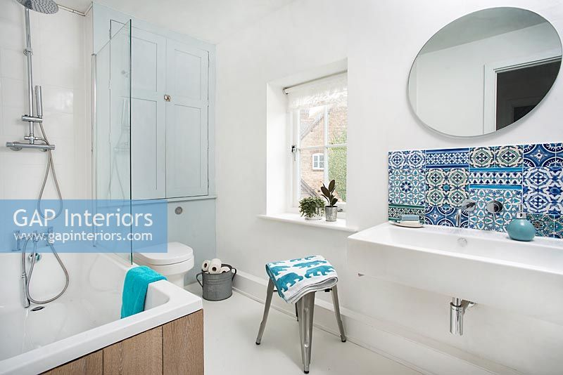 Patterned tiled splashback in white modern bathroom
