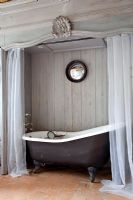 En-suite bathroom cubicle