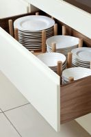 Deep drawer for storing plates