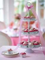 Cup cakes on stand