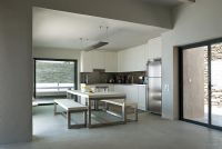 Contemporary kitchen diner with concrete floor