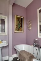 Classic bathroom with pink walls