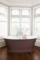 Bath in bay window