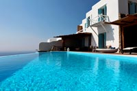 Luxury villa and infinity swimming pool