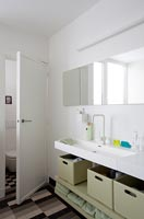 Modern bathroom storage