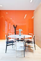 Contemporary dining room with Gio Ponti chairs and Saarinen table