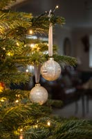 Create a simple Christmas bauble using newspaper - finished decorations