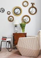 Display of circular mirrors