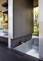 Contemporary en suite bathroom