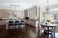 Classic kitchen with breakfast bar