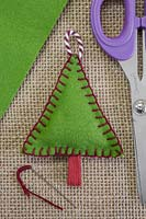 Making stitched felt christmas decorations - A miniature christmas tree made from felt and decorative string