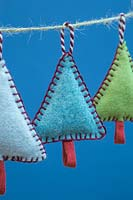 Making stitched felt christmas decorations - miniature christmas trees made from felt and decorative string