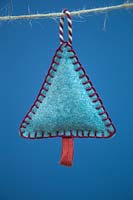 Making stitched felt christmas decorations - miniature christmas tree made from felt and decorative string