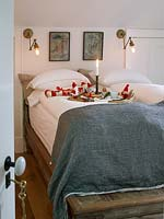 Bedroom with christmas decorations