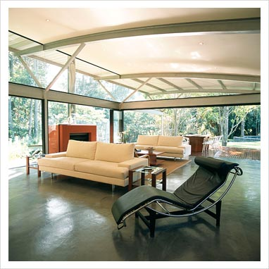 GAP Interiors - Spacious modern living room with Le Corbusier chaise