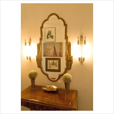 GAP Interiors - Console table and mirror in modern hallway - Picture