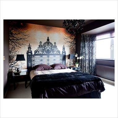 Gap interiors modern bedroom with mural feature wall for Black feature wall bedroom